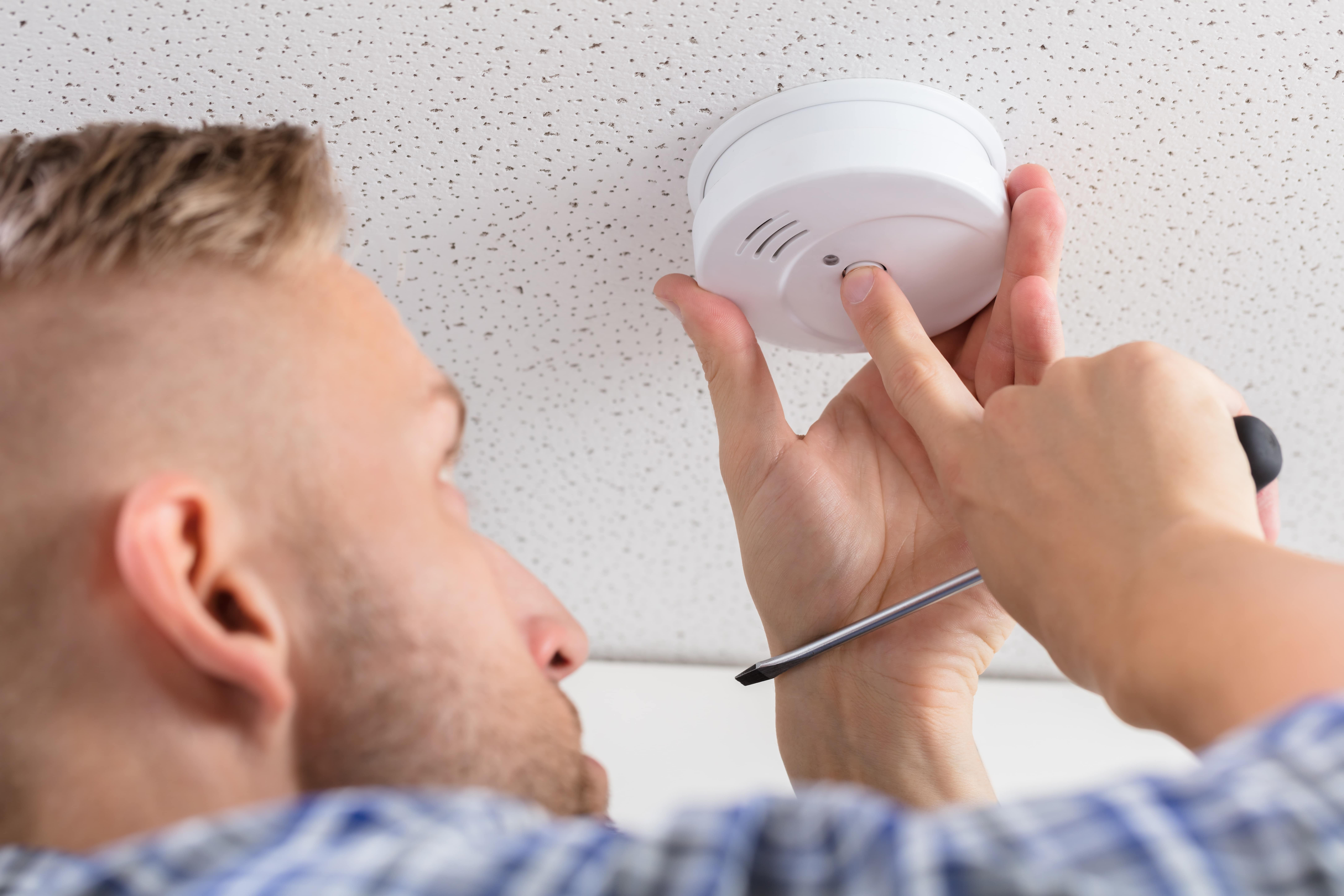 Carbon monoxide detectors for the deaf and hard of hearing